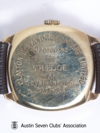 TR0040 : - Stanley Edge's gold watch - Close up back